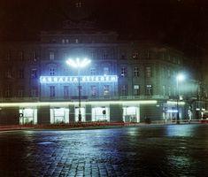 Ilyen is volt Budapest - November tér (Oktogon), az Abbázia kávéház Budapest City, Film Photography, Hungary, Arch, Mansions, History, Retro, House Styles, Home