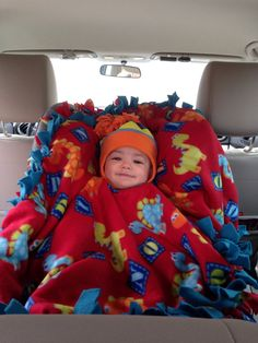 Brilliant, an easy fleece tie blanket poncho; keep your child super warm since they can't safely wear a jacket/sweater in their car seat Wendt we just talked about this! Fleece Tie Blankets, No Sew Blankets, Fleece Poncho, Baby Poncho, Blanket Poncho, Baby Blankets, Baby Pillows, Fleece Crafts, Fleece Projects