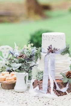 Glamorous, simple and delicate winter wedding inspiration with lots of food for thought for future winter brides to be