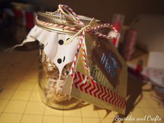 New Neighbor Gifts: Cookie Filled Mason Jars