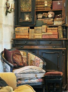distressed patchwork chair from carol hicks bolton design Interior Flat, Interior And Exterior, Interior Photo, Villa Boheme, Victorian Farmhouse, Country Farmhouse, Country Decor, Vignettes, Painted Furniture