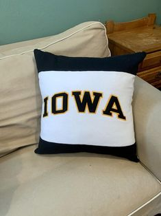 This University of Iowa recycled sweatshirt pillow created by KrisKraftyKreations is the perfect gift for the UIowa graduate, student, alumni or fan! This also makes the perfect gift for the college student who has decided to attend college at University of Iowa and a become a Hawkeye! Msu College, College Student Gifts, College Students, Student Christmas Gifts, Dorm Pillows, University Of Texas, Fabric Bags, Pillow Forms, Hawkeye