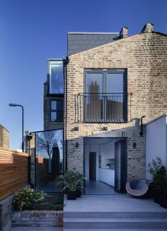 Like the sloping roof, the brick facade, the balcony and the glass side extention. London house extension by Mulroy Architects, with furnishings by Manea Kella Interior And Exterior Angles, Home Interior Design, Exterior Design, Room Interior, Glass Extension, Rear Extension, Extension Ideas, Residential Architecture, Architecture Design
