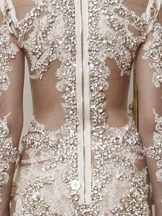 Love the back of this beautiful Givenchy Haute Couture dress. Couture Details, Fashion Details, Fashion Design, Givenchy, Valentino, Bridal Gowns, Wedding Gowns, Gold Wedding, Glamour