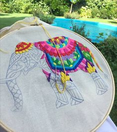 I'd like to be able to embroider-but more than that-Id like to have a garden like this to sit out in 💛 Elefante hindu bordado Hand Embroidery Stitches, Crewel Embroidery, Hand Embroidery Designs, Embroidery Techniques, Beaded Embroidery, Cross Stitch Embroidery, Cross Stitching, Needlework, Sewing Projects