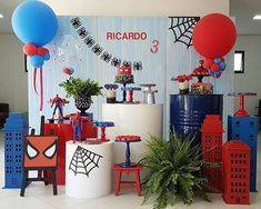 Incrível festa com o tema Homem-Aranha! Credito: @cakesdafe Acervo @fetes_locadora  Balões @lsbaloes  Papelaria @happybirthday.festas  Painel e cilindros @brupefestas  Docinhos e buffet @deliciasbylouise #Festainfantil #FestaHomemAranha #HomemAranha #Homem #Aranha #FestaMenino Baby Spiderman, Spiderman Birthday Cake, Cake Table Birthday, Superhero Birthday Party, Unicorn Birthday Parties, Manly Party Decorations, Birthday Party Decorations, Birthday Tarpaulin Design, Birthday Design