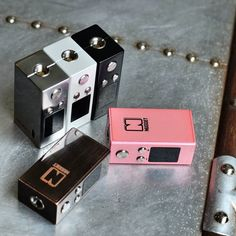 Find gold st #VapeEmporium with the Nugget Box Mod from #ArteryVapor one of the tiniest box mods you will ever see that also powers up to 50 watts and includes temp control features!  Compact 50w box mod with Temp Control. Ideal for vaping on the moveInternal battery charged via micro USBFirmware upgradable  The #NuggetMod joins the smallest box mods elite and is so small it would fit easily in your pocket which is ideal for vaping when on the move.  The Nugget powers up to 50 watts in VW…