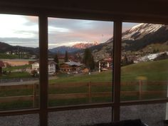 Der Tag neigt sich. Abendstimmung im April Windows, Mountains, Nature, Travel, Pictures, Environment, Naturaleza, Viajes, Destinations