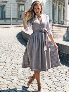 Dirndl in Hellgrau und Mauve von CocoVero online bestellen ✓Versandkostenfrei . Tee Dress, Belted Dress, Bodycon Dress, Dirndl Dress, Women's Fashion Dresses, Dress Outfits, Lederhosen Outfit, Mauve, Oktoberfest Outfit
