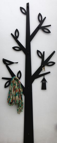 The tree warderobe is perfect place to keep some scarves