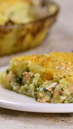 Creamy Seafood Shepherd's Pie - Made with salmon and a cheesy potato crust, this savory pie is ridiculously delicious. Salmon Recipes, Fish Recipes, Seafood Recipes, Dinner Recipes, Cooking Recipes, Healthy Recipes, Seafood Pie Recipe, Seafood Pot Pie, Tasty Videos