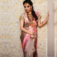 Silk Saree Collection For Soon to be South Indian Brides Here are the best collection of South Indian bridal silk sarees for brides by the brand Samyaak Clothing. Bridal Sarees South Indian, Bridal Silk Saree, Indian Silk Sarees, Indian Wedding Sarees, South Indian Bride Jewellery, Pattu Sarees Wedding, South Indian Weddings, Punjabi Wedding, Wedding Saree Blouse Designs