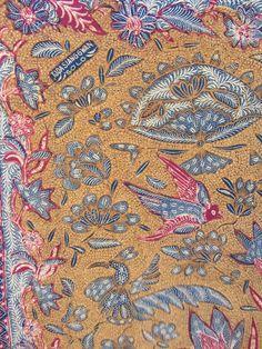 Sogan Tiga Negeri batik, signature by Tjoa Siang Gwan. Vintage and handrawn Indonesian batik