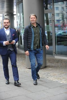 [November 19] Outside Dzień Dobry TVN Studios - 010 - Mads Mikkelsen Source