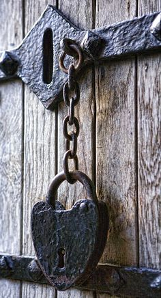 Old Rusty Heart Lock.by Wendy White Old Door Knobs, Door Knobs And Knockers, Knobs And Handles, Door Handles, Under Lock And Key, Key Lock, Antique Keys, Vintage Keys, Old Doors