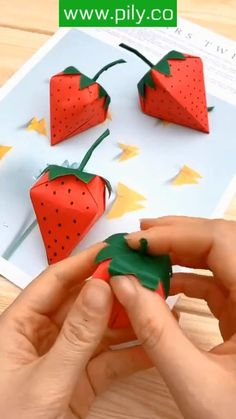 Paper Crafts Origami, Paper Crafts For Kids, Instruções Origami, Fox Crafts, Origami Step By Step, Origami For Beginners, Origami Tutorial, Frame Crafts, Decoration