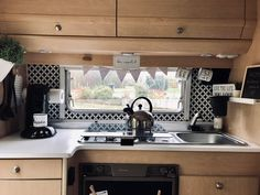 Great No Cost Vintage Caravans boho Tips Will probably be your caravan most element, virtually no design? This is a very good reason in order to improve your in Caravan Decor, Camper Caravan, Diy Camper, Diy Caravan, Airstream Campers, Caravan Vintage, Vintage Caravans, Vintage Trailers, Caravan Renovation Diy