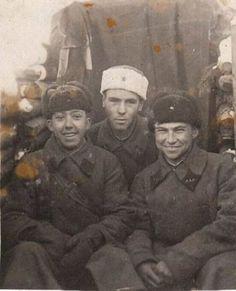 18-летний артиллерист Юрий Никулин во время финской войны. СССР. 1940 г.