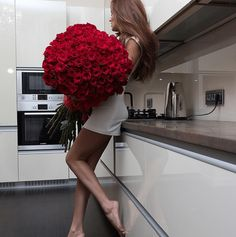 Beautiful Bouquet on We Heart It Elegant Outfit, Girls In Love, Luxury Life, Every Girl, Flower Power, Red Roses, Beautiful Flowers, Girl Fashion, Hair Beauty