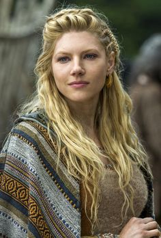 """Lagertha - played by Katheryn Winnick (actually she is Ukrainian) While the dialogue in """"Vikings"""" is less than inspiring, this actress makes the most of her lines. I love her acting and her coiffure! Vikings Tv Series, Vikings Tv Show, Katheryn Winnick Vikings, Lagertha Hair, Lagertha Lothbrok, Girl Crushes, Wedding Hairstyles, Beautiful Women, Hollywood"""