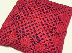 Almofada Crochê Vermelha - 40x40cm | casame - arte e decoração | Elo7 Free Crochet Doily Patterns, Crochet Pillow Pattern, Crotchet Patterns, Crochet Cushions, Crochet Blocks, Basic Crochet Stitches, Crochet Squares, Thread Crochet, Filet Crochet