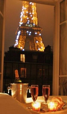 The romance of Paris. Come Date Me in Paris - a short story for WRW by Helena Fairfax Tour Eiffel, Romantic Places, Beautiful Places, Romantic Night, Don Perignon, Midnight In Paris, Perfect Date, I Love Paris, Paris Apartments