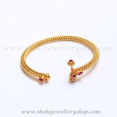 Gold Jewelry Design In India Gold Temple Jewellery, Silver Jewellery Indian, Gold Rings Jewelry, Sterling Jewelry, Sterling Silver, Jewellery Earrings, Bridal Jewellery, Glass Jewelry, Gold Bangles Design