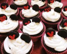 Minnie Mouse cupcakes! #dessert #disney #party