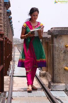 Pooja Bose Close Up Shots (Hi-Res)