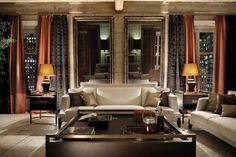 Sofa welland 270  Fabric: Capalbio, mist Cushions: Eldorado, noce; Orlanda, orso Curtains: Velvet square, nero; Galadriel, cannella