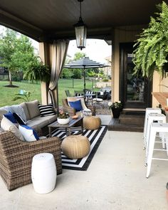 19 Stunning Small Winter Patio Ideas for Your Home - A small patio can be a great patio if you know how to arrange it well. If you have a small patio and trying to find the best decor for this winter, do. Back Patio, Small Patio, Backyard Patio, Backyard Retreat, Outdoor Rooms, Outdoor Living, Outdoor Decor, Outdoor Furniture, Furniture Ideas