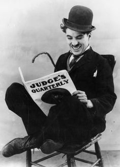 Charlie Chaplin reading a book. Pin if you like the photo! Vevey, Charlie Chaplin, People Reading, Charles Spencer Chaplin, Photo Star, Stan Laurel, Laurel And Hardy, Photo Portrait, Nobel Peace Prize