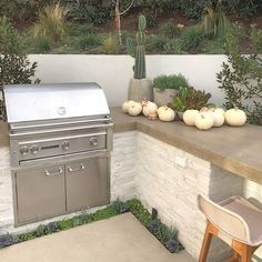 More pumpkins for your feed 🎃 🍃- Outdoor Kitchen Plans, Outdoor Kitchen Design, Outdoor Kitchen Countertops, Outdoor Kitchens, Backyard Fireplace, Backyard Patio, Barbacoa, Casa Feng Shui, Built In Bbq