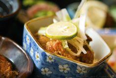 http://www.gourmetfury.com/wp-content/uploads/2011/10/chicken_karaage_bento_kingyo_izakaya_vancouver_melody_gourmet_fury.png