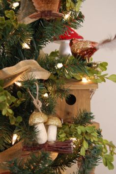 woodland themed decorated christmas trees | ... theme, but I just can't resist the toadstools, woodland animals, and