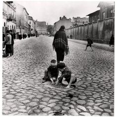 ROMAN VISHNIAC The gulley of enjoyment, 1938