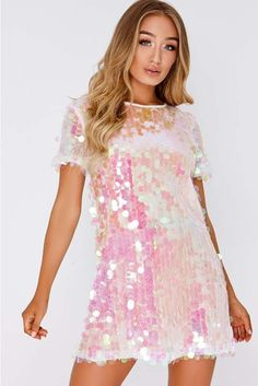 Darcell white iridescent sequin t shirt dress - AzZKey Sequin T Shirt Dress, White Sequin Dress, Photos Folles, Holographic Fashion, Cocktail Bridesmaid Dresses, Mode Chanel, Festival Outfits, Dance Dresses, Pretty Dresses