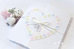 Machen Sie Ihrer Mama eine kleine Freude mit dieser besonderen, handgemachten Karte. Es sind viele Farben erhältlich. Die Karte besteht aus handgeschöpftem Papier, welches ich mit viel Liebe selbst schöpfe. Sie wird mit einem Umschlag und einem Einlegeblatt aus Transparentpapier geliefert. Eine Individualisierung mit einem Wunsch-Titel kann ebenfalls gewählt weden.  #Glückwunschkarte #Muttertag #Blumen #Herz #pastell #lilimo #Muttertagskarte #bestemama #bestmom #liebe #blümchen #danke #mama Beste Mama, Paper, Pastel, Glee, Heart, Love, Cards