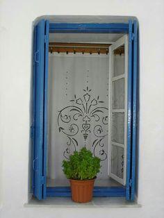 Βασιλικος σε παραθυρο Greece, Windows, Doors, Beautiful, Drawing, Country, Greece Country, Rural Area, Window