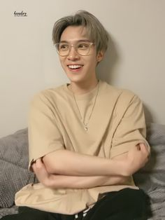 """♡ on Twitter: """"210318 Hendery Yizhibo Live HQ // thread… """" Nct 127, Love Of My Life, Rapper, Kpop, Boys, Squad, Fandom, Stickers, City"""