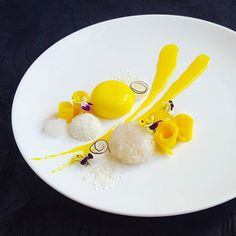 Holiday is over and I brought back the flavor of Thailand, mango and sticky rice.   Mango mousse, mango jelly, coconut jelly, sweet sticky rice and coconut curl.    #thaifood#thailand#foodie#foodgram#foodpic#dessert#foodplating#foodstarz#gastroart#gourmetartistry#theartofplating#feedfeed#expertfoods#aroii#foodartchefs#dessertmasters