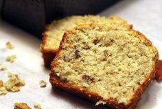 Altijd lekker: bananenbrood, of eigenlijk bananencake. Het allerlekkerst met hele rijpe bananen! De textuur van deze cake zit tussen droog en crunchy ensmeuïg. Oh, mogen we nog een plakje? Verwarm de oven voor op 180 graden en vet een cakevorm in. Doe de bloem, bakpoeder en zout bij elkaar. Even mengen.Mix de zachte boter met […]