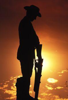 Silhouette of Australian Anzac soldier Queensland, 1988 Australia Map, Outback Australia, Vogue Australia, Anzac Day Australia, Anzac Day Quotes, Lest We Forget Anzac, Anzac Soldiers, Ww1 Soldiers, Anzac Memorial