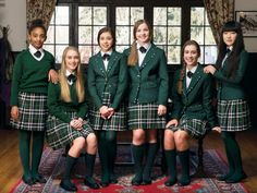 Students at Elmwood School in Canada wearing their new uniform. Cheryl Boughton, the headmistress, says students will sport School Uniform Uk, English School Uniform, Private School Uniforms, School Wear, School Girl Outfit, School Outfits, Preppy Outfits, Preppy Style, Girl Outfits