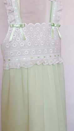 CAMISÓN PARA NIÑA talla 6 camisón con tirantescamisón verde Toddler Girl Dresses, Flower Girl Dresses, Short Sleeve Prom Dresses, Cotton Nighties, Nightgown Pattern, Lace Dress Styles, Sewing Blouses, Baby Dress Design, Night Dress For Women