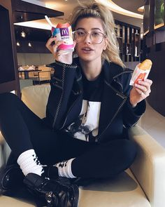 Model Hailey Baldwin chows down on her 'essential' McDonalds feast Nom nom! Hailey Baldwin appeared to have lifted her spirits on Wednesday as she shared a McDonalds feast while announcing her departure home Estilo Hailey Baldwin, Hailey Baldwin Style, Img Models, Haily Baldwin, Socks Outfit, Look 2017, Beauty And The Beat, Dove Cameron, Look Cool