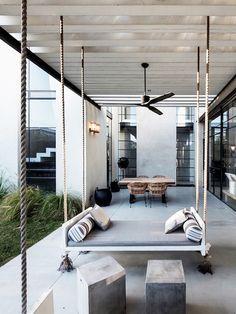 Outdoor Living Space//Outdoor Swing