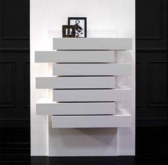Mueble auxiliar en blanco para decorar tu rincón favorito de tu salón, dormitorio o entrada Bookcase, Shelves, Ideas, Home Decor, Stairway, Home, Shelving, Decoration Home, Room Decor