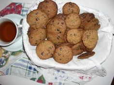 Cookies de aveia com gotas de chocolate - http://cybercook.terra.com.br/cookies-de-aveia-com-gotas-de-chocolate-rc-7-47769.html?20130415114006