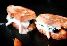 How to make a goats brie, blueberry, and apricot grilled cheese Goat Cheese Recipes, Grilled Cheese Recipes, Cheesy Recipes, Grilled Cheesus, Gourmet Sandwiches, Stamford, Brie, Quick Easy Meals, Goats